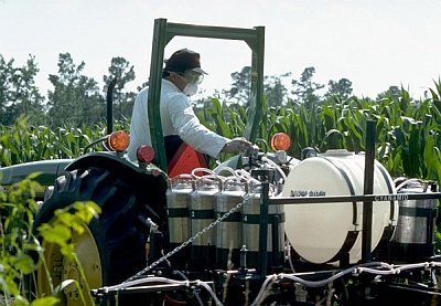 2,4-D pesticide spraying