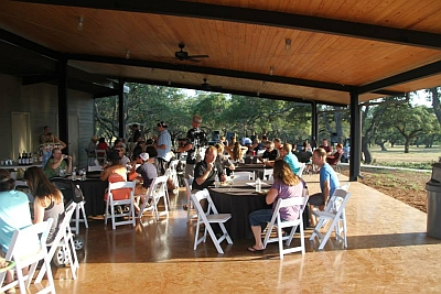 Hey Meadow Winery - covered patio