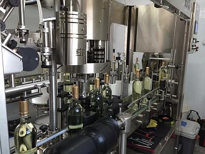 Mobile bottling - line labels