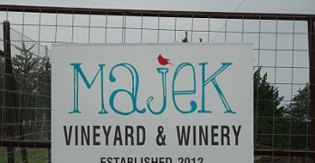 Majek Vineyard sign