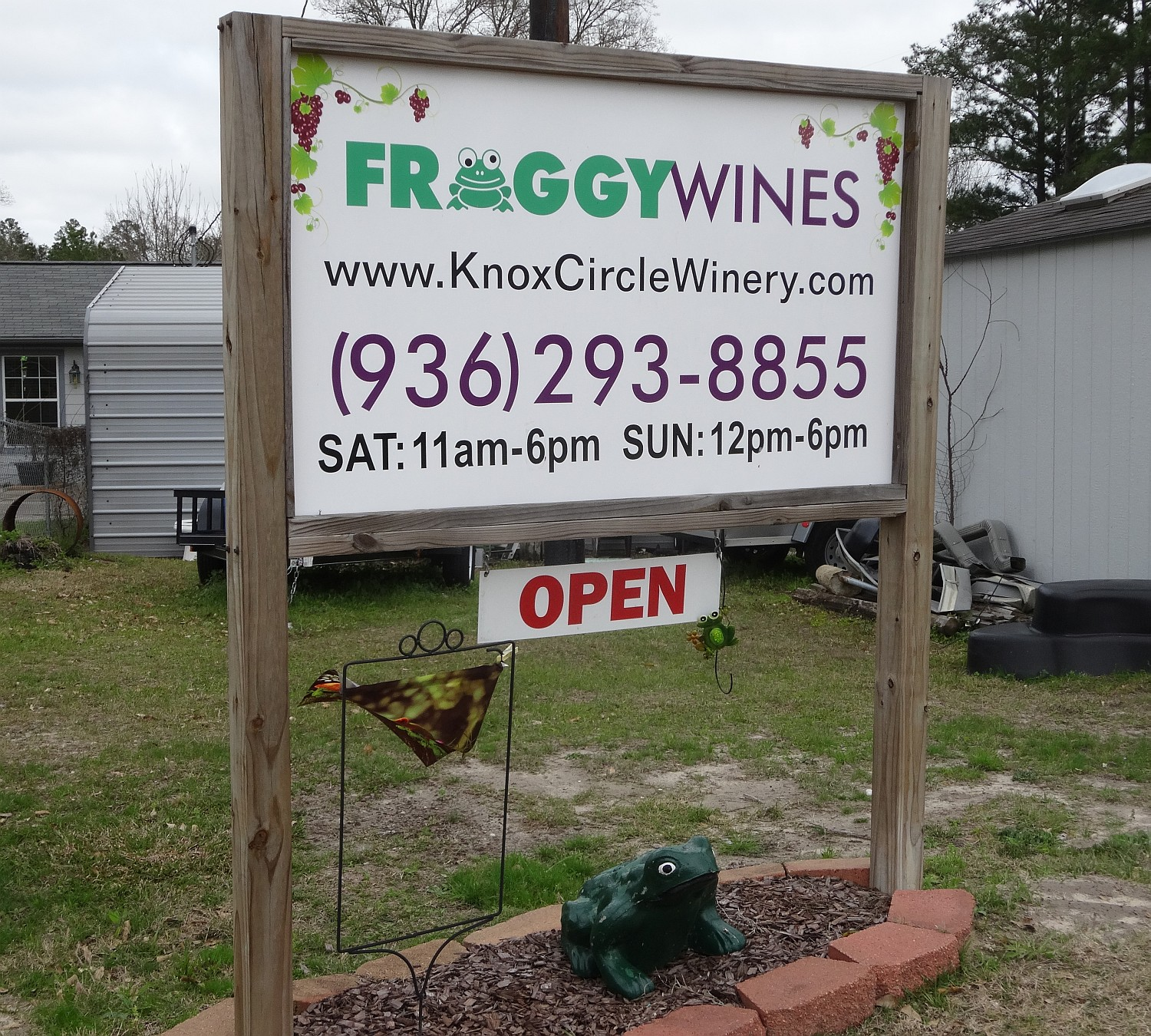 Froggy Wines - sign