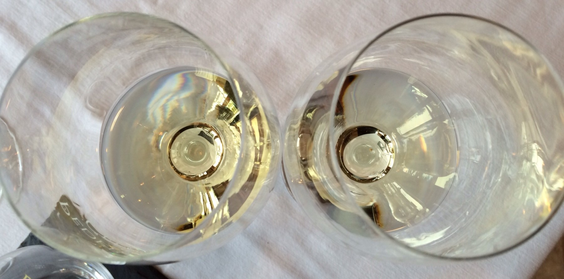 Viognier in wine glasses