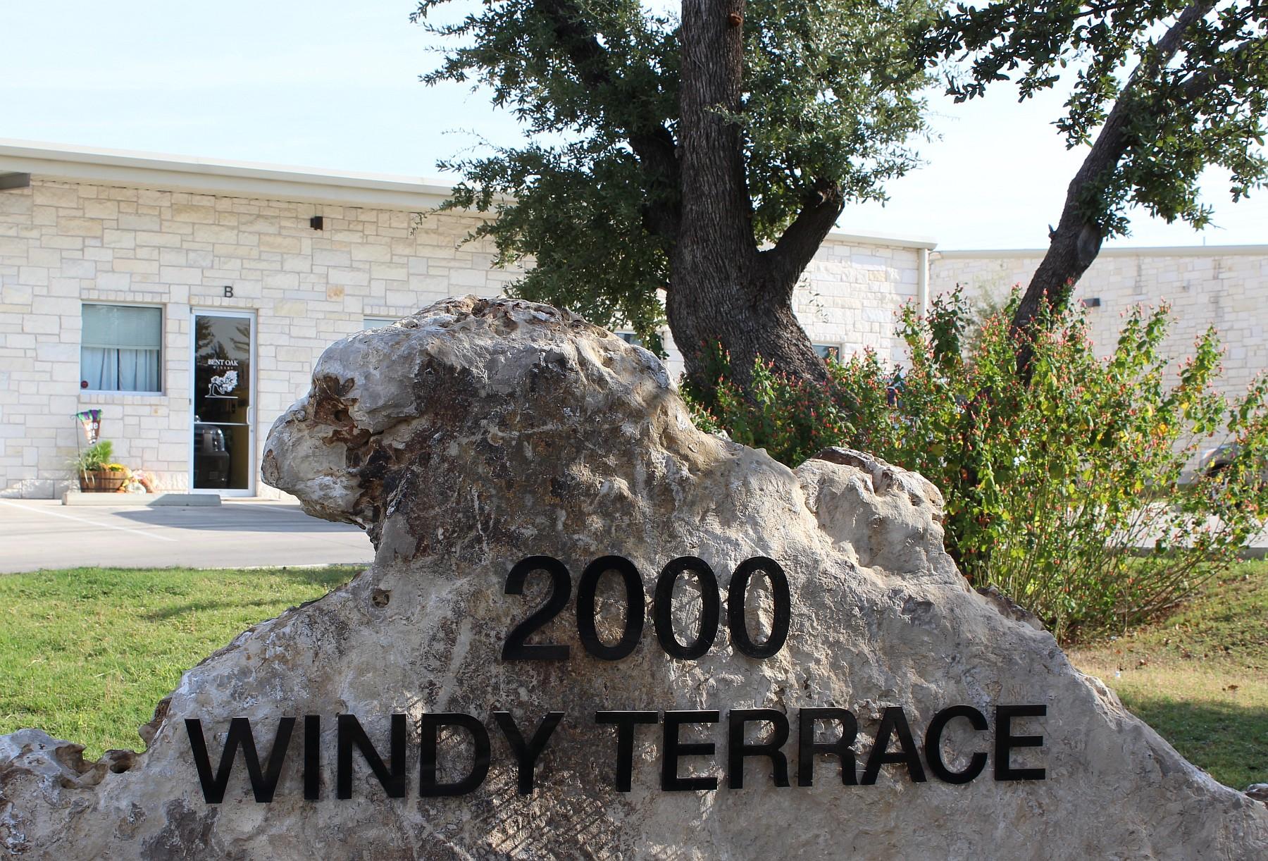 Bent Oak Winery outside