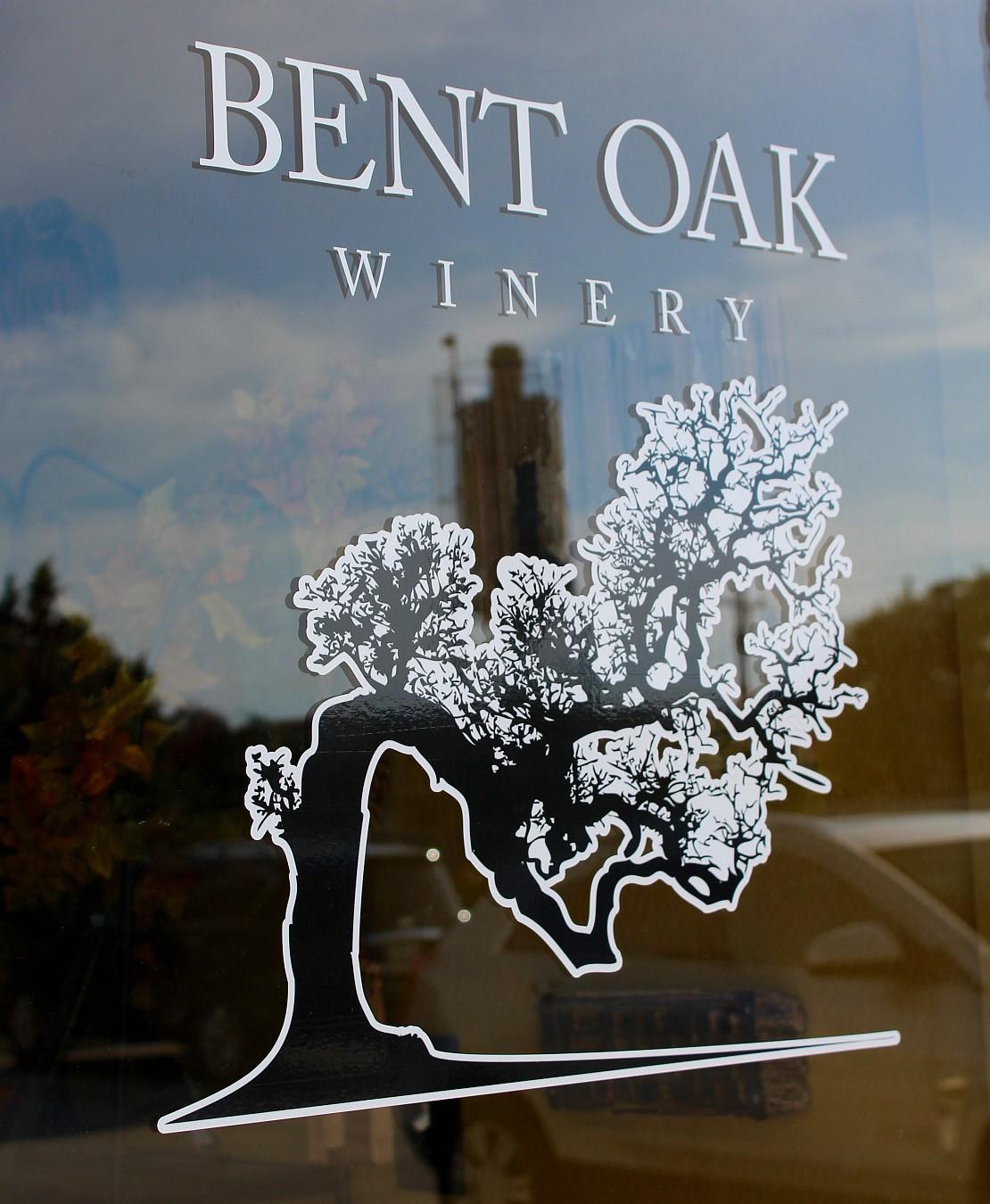 Bent Oak Winery sign