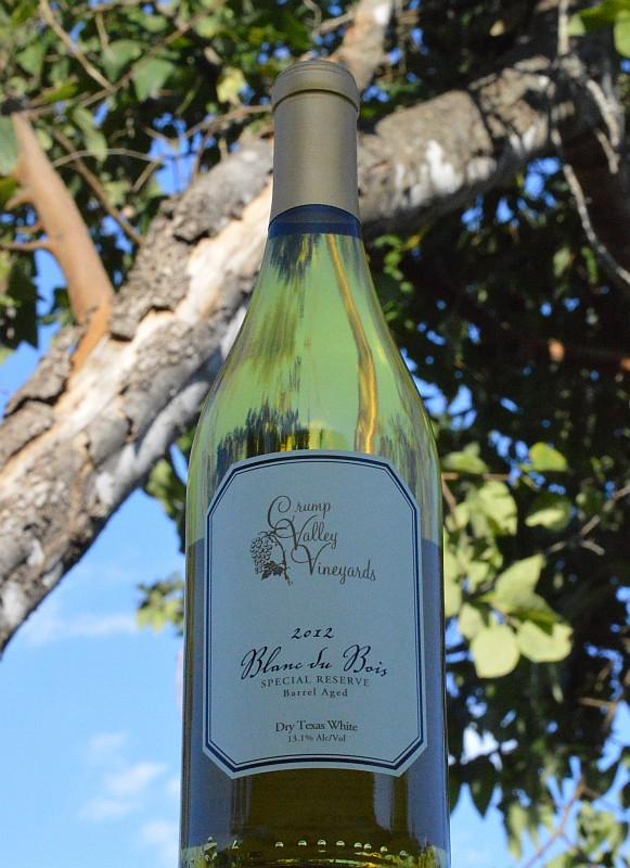 Crump Valley Vineyards Blanc du Bois bottle