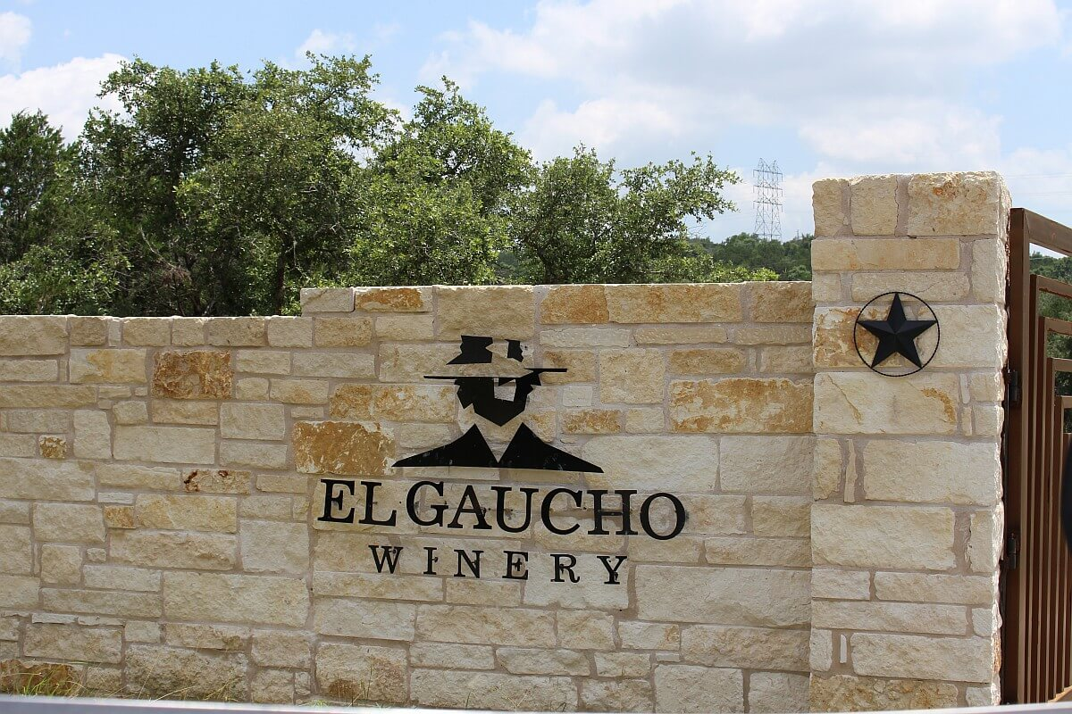 El Gaucho Winery - sign