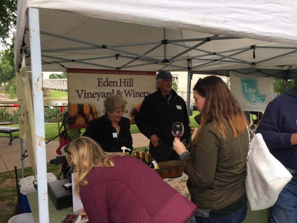 Eden Hill Vineyard, Celina: Linda and Clark Hornbaker