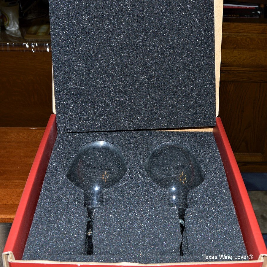 Vacanti wine glasses inside box