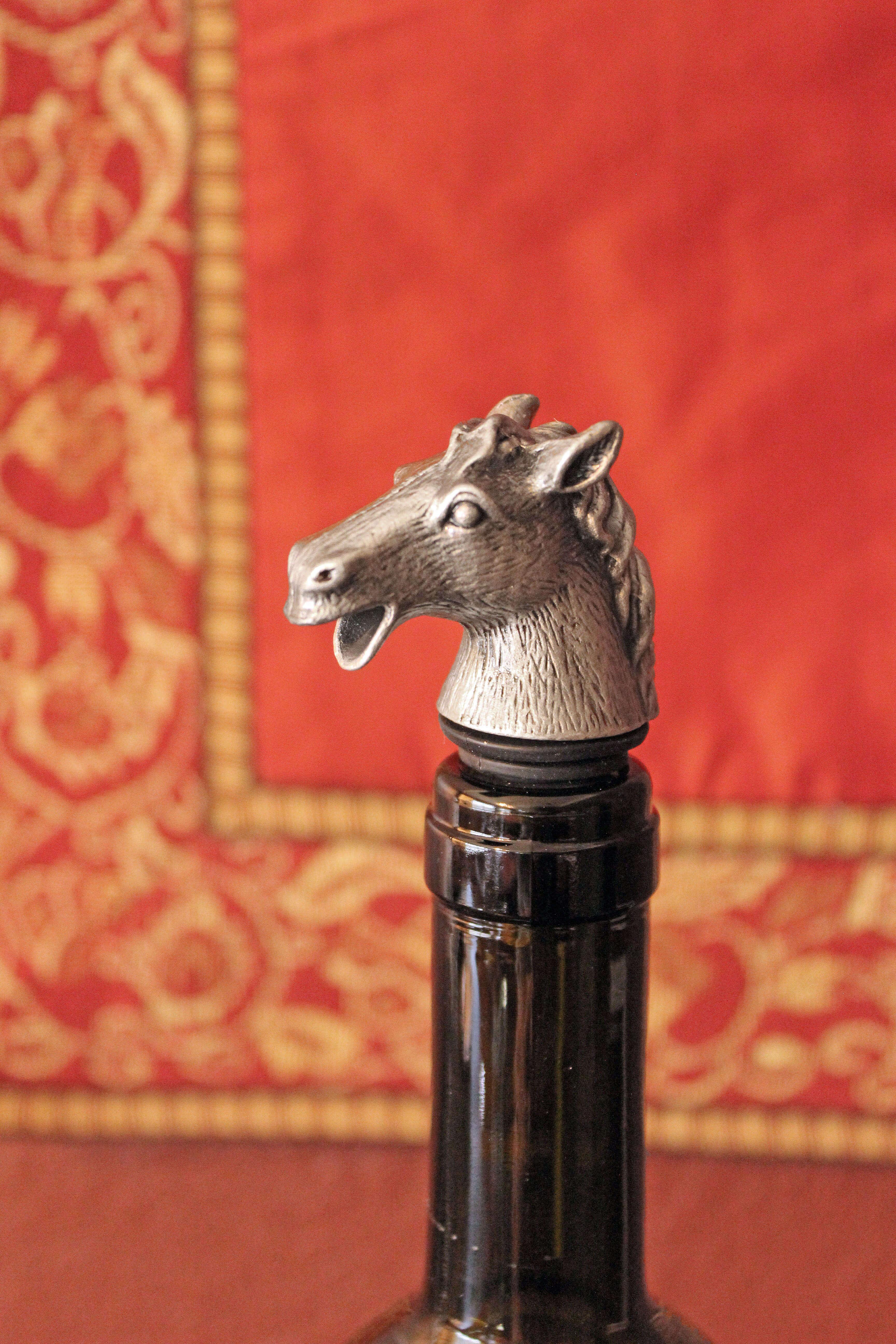 Horse pourer