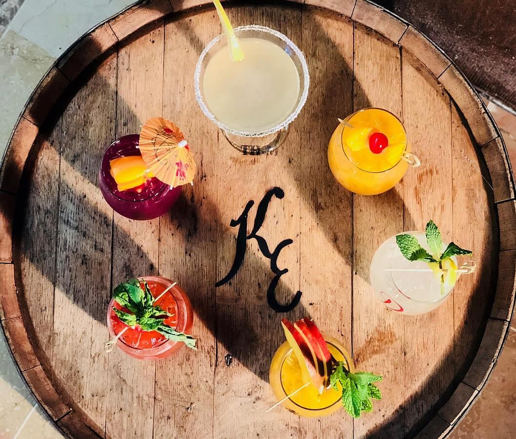 Kiepersol cocktails on barrel