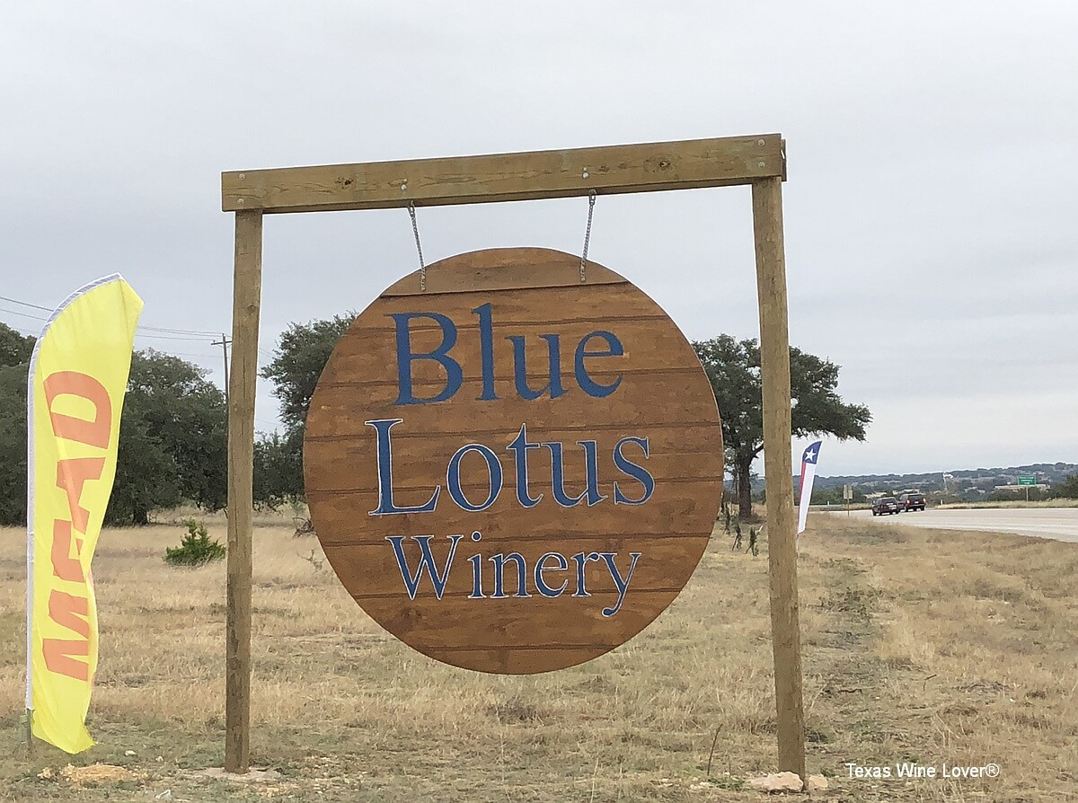 Blue Lotus Winery - Hye sign
