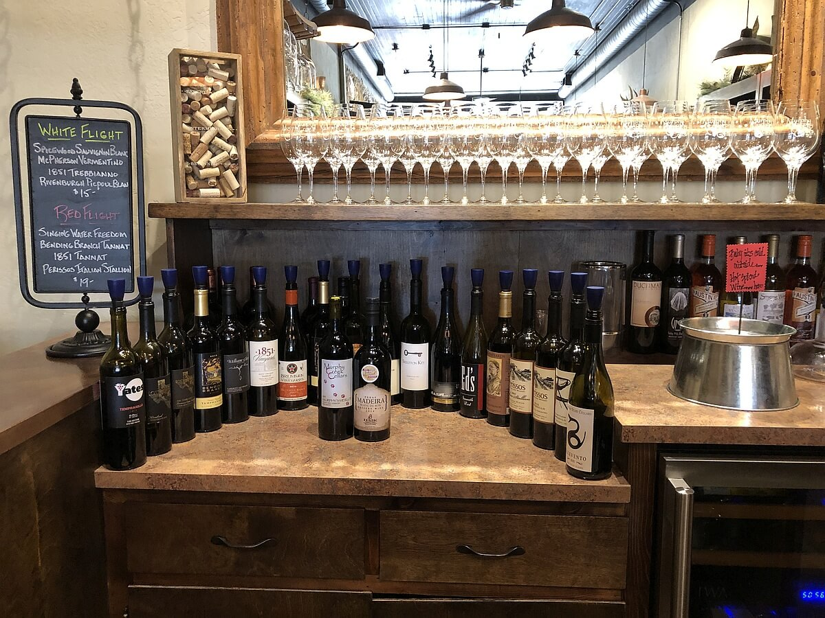 Murphy Creek Cellars tasting bar wines