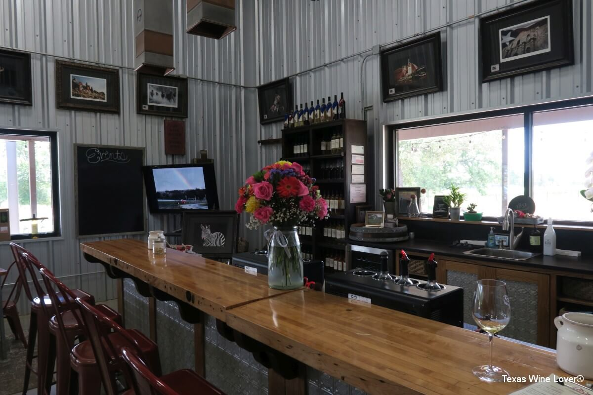 1851 Vineyards tasting room