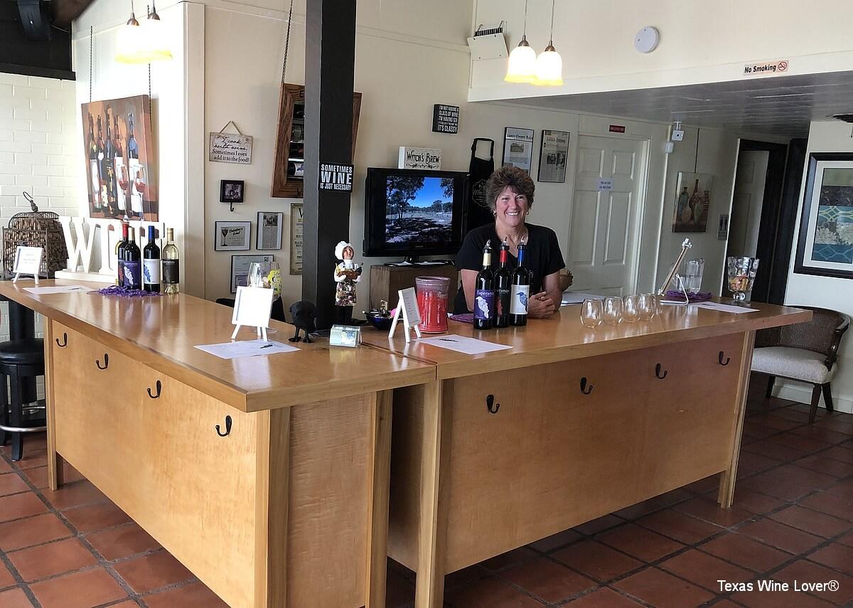Esperanza Winery tasting bar