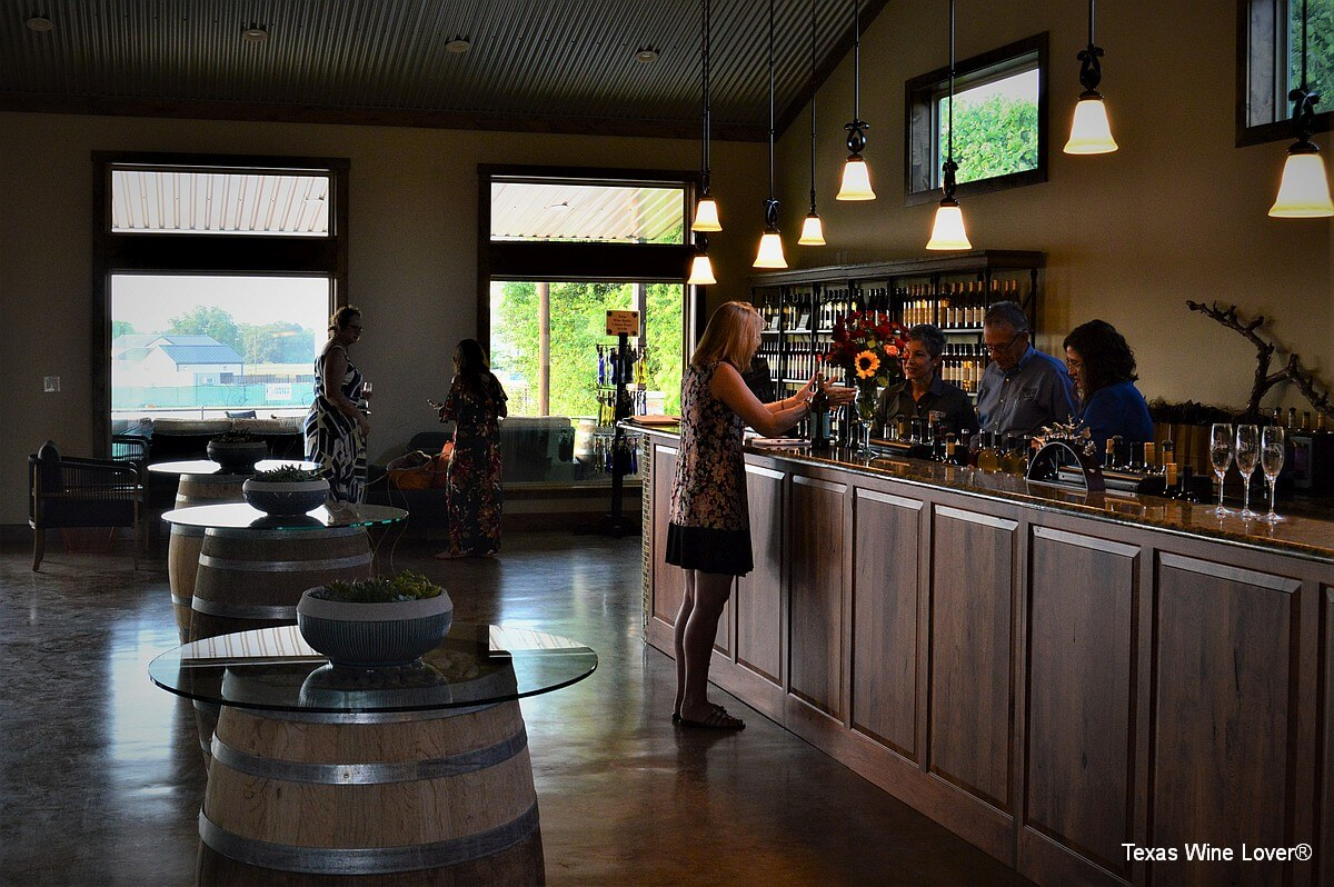 Wedding Oak Winery at Fredericksburg tasting bar