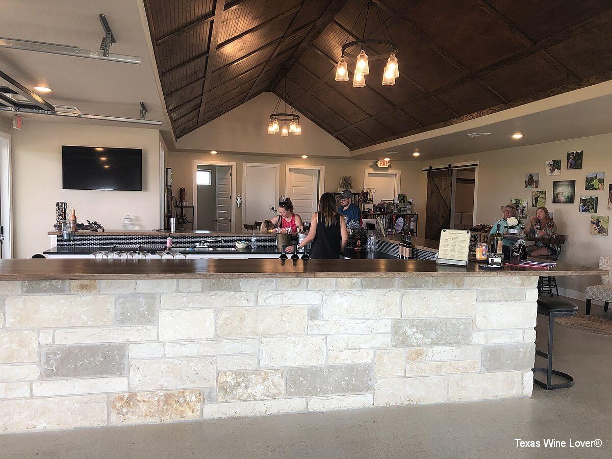3 Texans Winery tasting bar