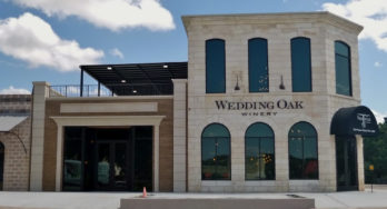 Wedding Oak Winery at Burnet outside