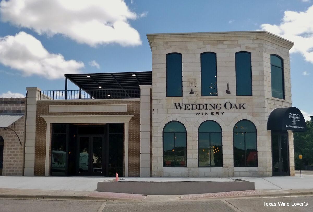 Wedding Oak Winery at Burnet outside