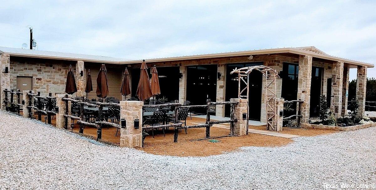 Dove Ridge Winery outside
